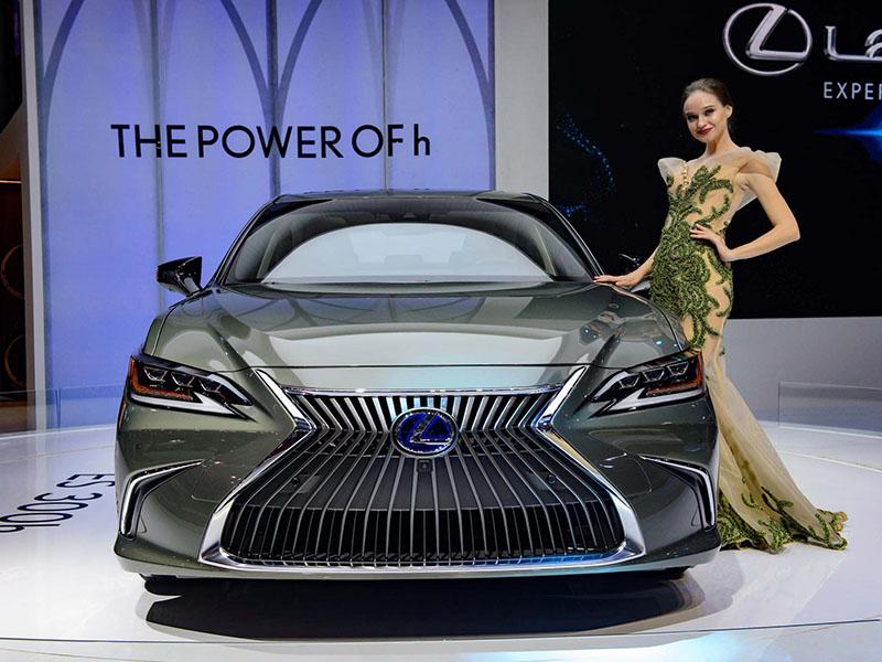 Giá xe Lexus ES 300h mới nhất tháng [thang]/[nam]