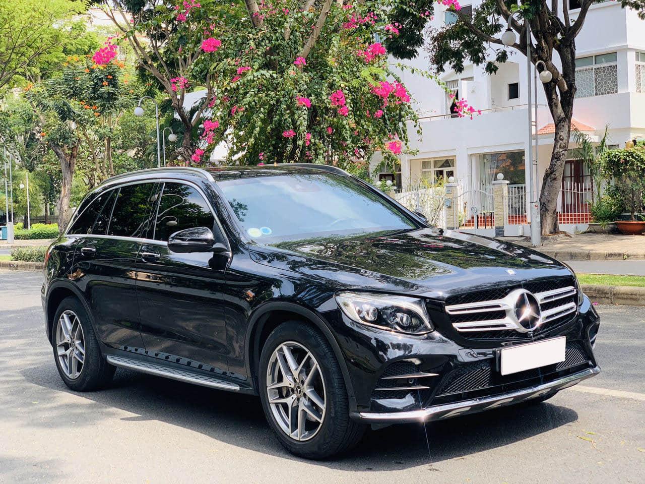 Xe Mercedes GLC 300 đời 2017, màu đen giá chỉ 1 tỷ 779 triệu đồng