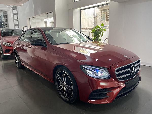 Mercedes E300 AMG sản xuất 2019 màu Đỏ chạy lướt 5000 km giá rẻ