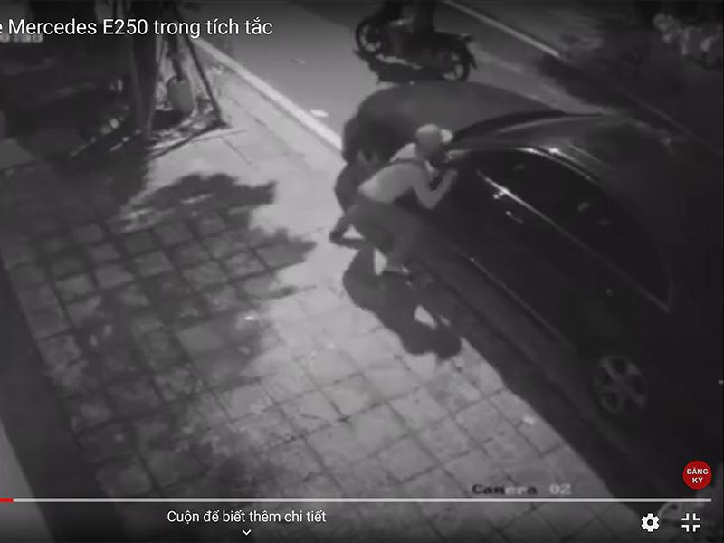 Kẻ gian bẻ trộm cặp gương xe Mercedes E250 trong tích tắc
