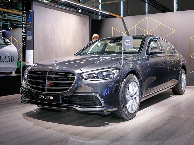 Soi bản bọc thép Mercedes-Benz S680 Guard 4MATIC 2022 bọc thép, chống chịu được súng trường